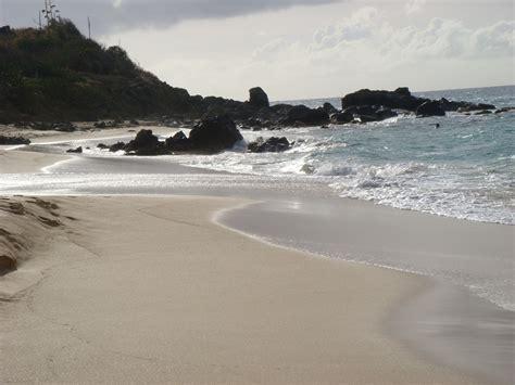 pinel island paradise on land happy bay st martin viaggi vacanze e turismo turisti
