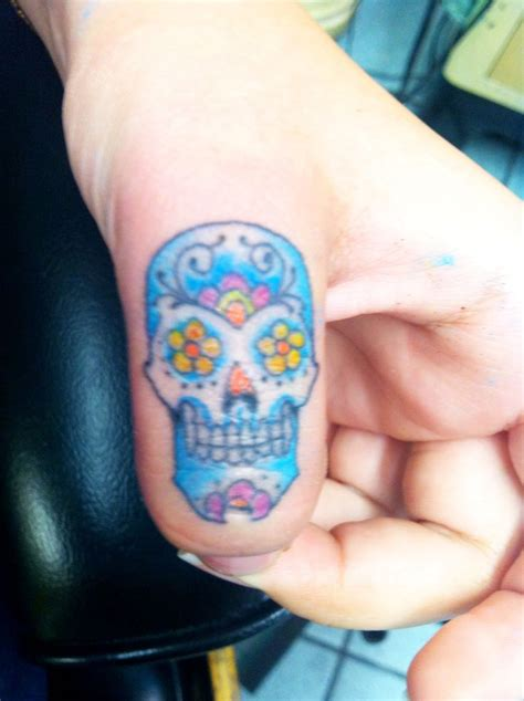 tattoo under finger sugar skull finger tattoo done by neil wilson at six feet