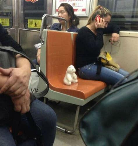 imagenes insolitas de personas no querr 225 s toparte con estas personas cuando subas al metro