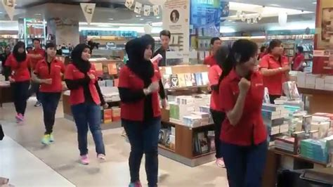 Make Up Artist Bandung flashmob launching new identity tb gramedia royal plaza