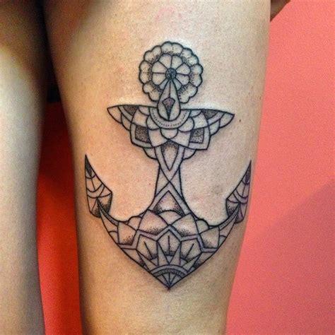 tattoo mandala cuisse tatouage ancre marine dotwork sur cuisse pour femme