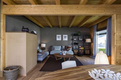 interni in legno arredare gli interni di una casa in legno richiede