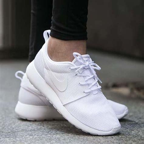 best 25 white nike shoes ideas on white nikes