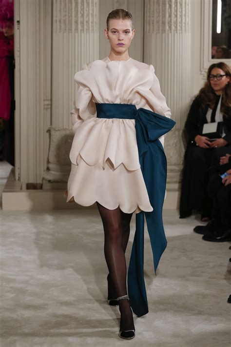 Runway Report Valentino Couture by Runway Report Valentino Ss18 Couture Palermo
