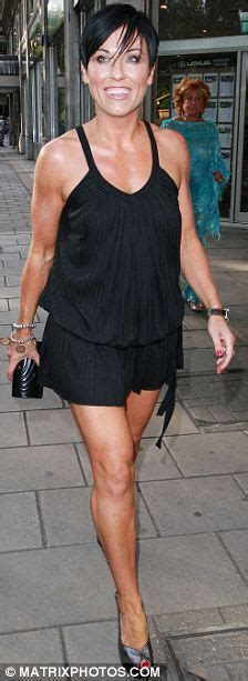 Online House Builder jessie wallace does a madonna and shows her muscle arms