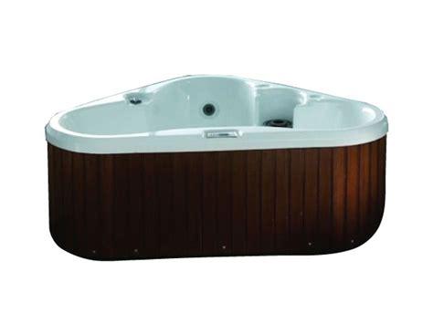 dreieck badewanne bl 529 whirlpool badewanne by luxury