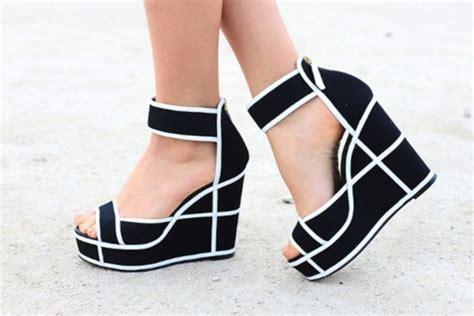 Heels Wedges Dress Flatshoes Sepatu model alas kaki cewek yang bisa jadi pilihan shantik kamu