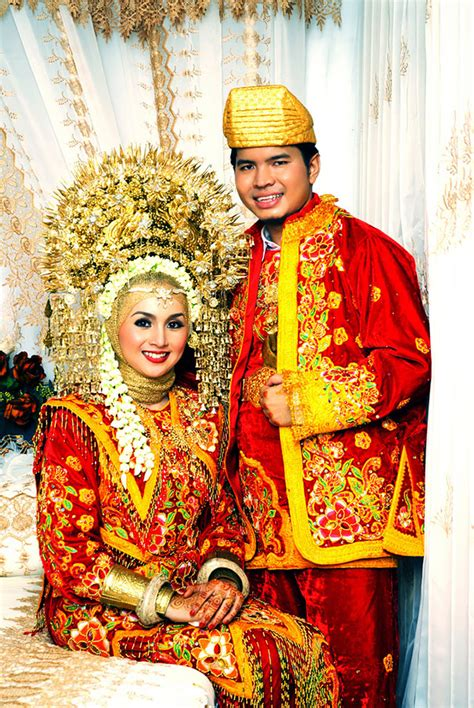 indonesian wedding how traditional wedding outfits look around the world 15