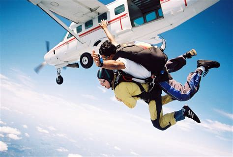parachute dive skydiving in cape town bokbus tours