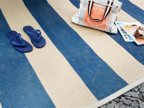 How To Paint An Outdoor Rug How To Paint A Cottage Style Sisal Rug How Tos Diy
