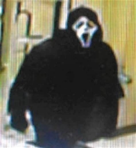 man  scream mask robs warrenville hotel attempts