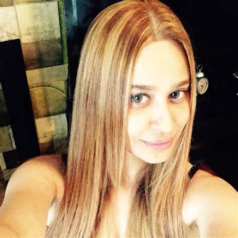 rambut warna blonde intip perubahan penilan neha mehta shakuntala dengan