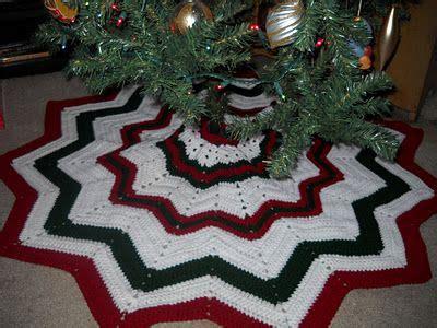 christmas ripples tree skirt pattern crochet attic christmas stuff free tree skirt pattern