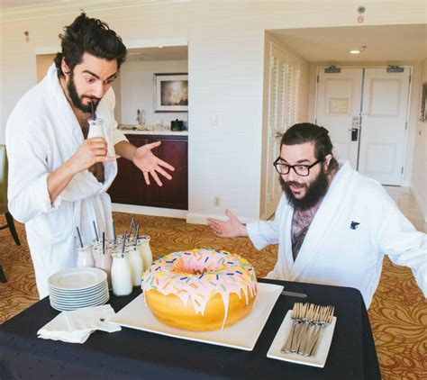 Serbet Makan Hotel 50x50 4 suka makan yang manis manis hotel ini sediakan donat raksasa seberat 4 5 kilogram berani coba