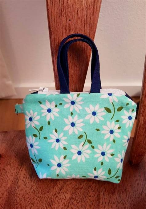 my newest patternthe twister tote around the bobbin itty bitty totes downloadable pdf now available around