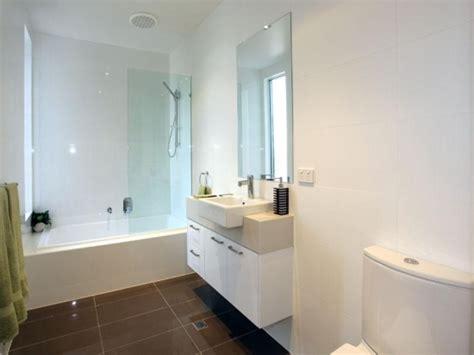 bathroom tile ideas australia idee de amenajare baie ingusta cu gresie maro inchis si dulap alb cu chiuveta mica si oglinda simpla
