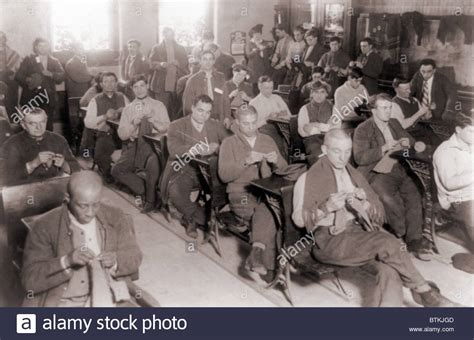 Sing Sing Prison Inmate Records Convicts Knitting In One Of Their Classrooms At Sing Sing Prison In Stock Photo