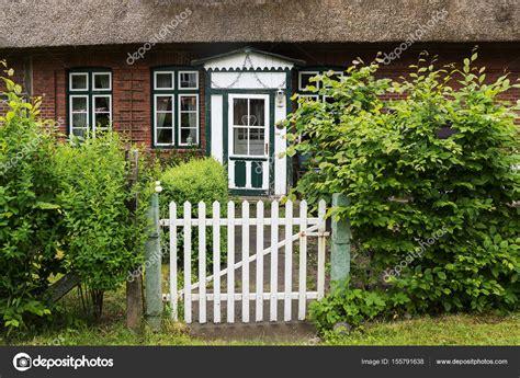 cancello giardino cancello giardino e una vecchia porta di legno