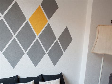 paint an accent wall in diamond geometric design