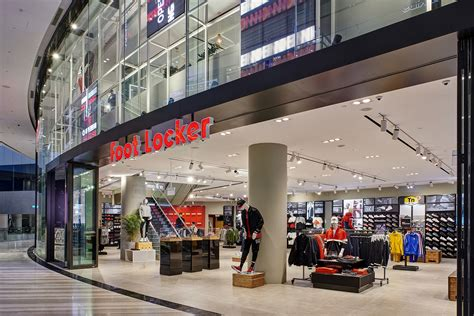 foot locker opens  fourth singapore store  jewel changi airport