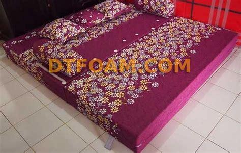Sofabed Inoac Uk 200x160x20 Motif Volkadot Ungu sofa praktis sofa bed bunga ungu dtfoam