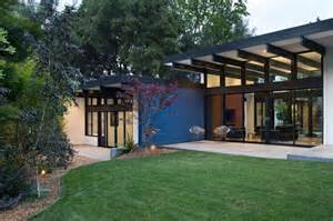 atrium house hillside eichler inspired residence in california quot atrium house quot by klopf architecture