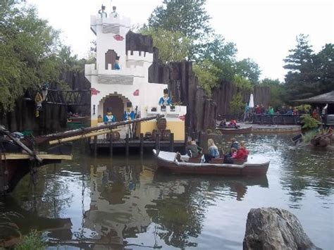 lego boat army lego army fort with pirate cove boat picture of legoland