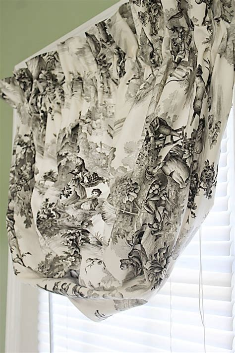 black and white toile country pastoral balloon cu