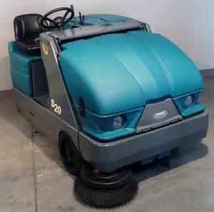 floor sweepers tennant fce