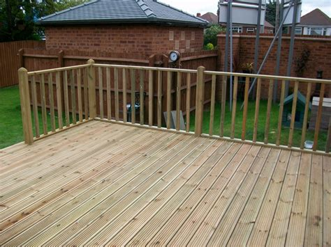 Low Country House Styles decking spindles bentinck fencing