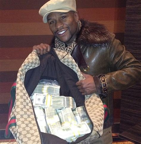 mayweather money a waitress is outraged after floyd mayweather refused to
