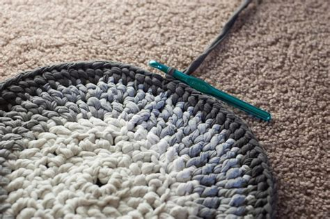 how to crochet a rag rug from t shirts crochet t shirt yarn rug 183 how to make a rag rug 183 yarncraft on cut out keep