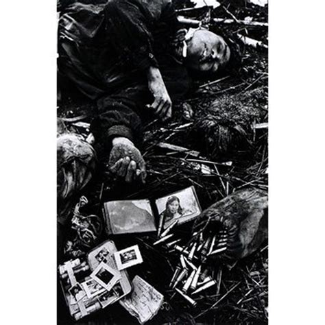 photographing the fallen a war photographer on the western front 1915 1919 books fallen soldier mccullin don v a