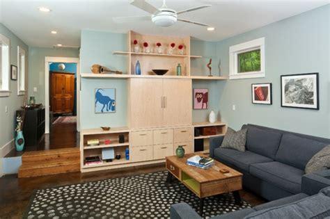 wohnzimmer und schlafzimmer in einem raum ein drastischer umbau in einem haus in