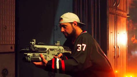 play  kevin smith    call  duty zombies