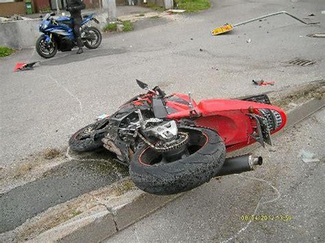 Motorrad Unfall Pfalzgrafenweiler bad wildbad motorrad unfall 25 j 228 hriger stirbt calw
