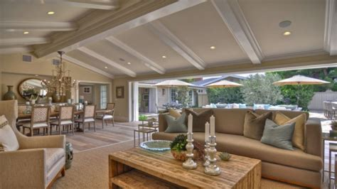 open floor plans with vaulted ceilings framing a vaulted ceiling home design idea