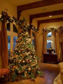 Traditional Tree Decorating Ideas Decor Tree And Garlands Traditional