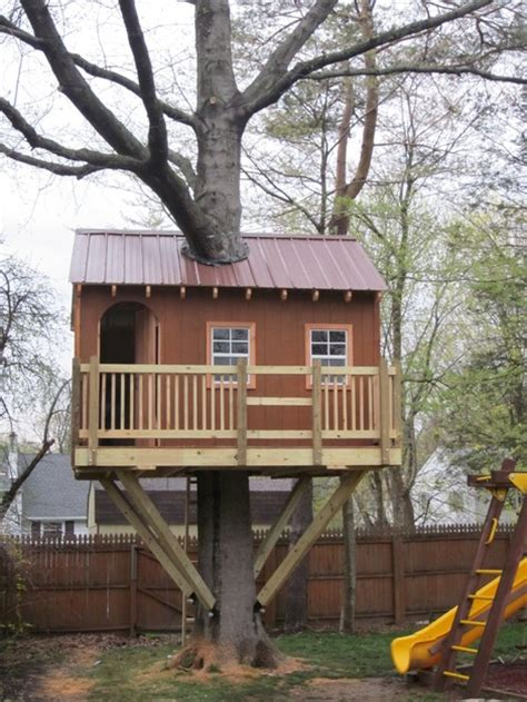 Backyard Treehouse Ideas by 19 Amazing Treehouses That Aren T Just For Porch Advice