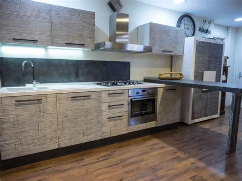 cucina grigio scuro cucina moderna con penisola top grigio scuro in legnocon