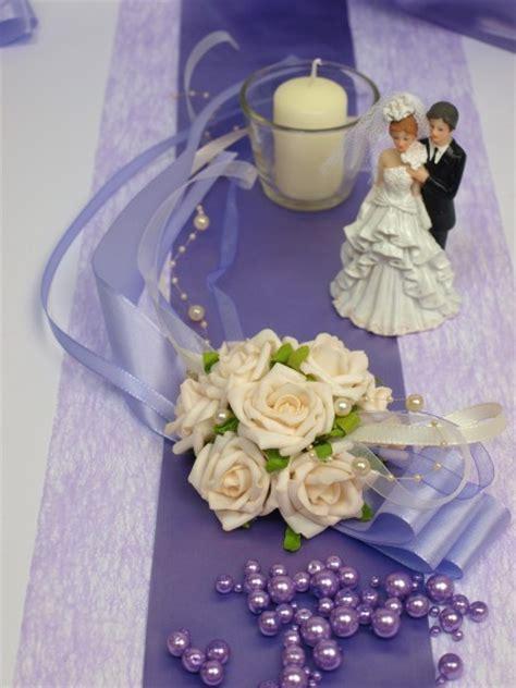 Tischdeko Hochzeit Lila Creme by Tischaufleger In Creme Flieder Gesteck Hochzeit Tischdeko