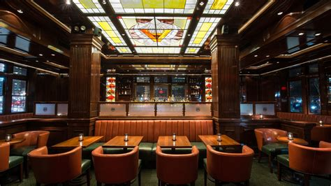 harbor house detroit opening alert pier a harbor house debuts second floor steakhouse and upscale bar