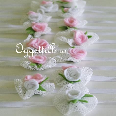 come fare fiori di tulle coccarde di tulle e fiori in feltro come segnaposto o per
