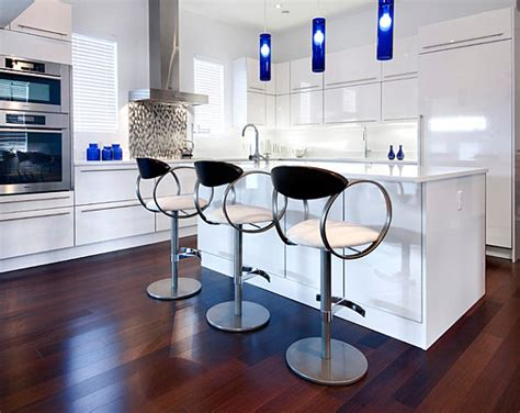 Kitchen Island Stools With Backs Cobalt Blue Amp Why Home Decor Loves It