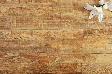Schoonmaken Houten Vloer by Hoe Kan Ik Een Houten Vloer Het Beste Schoonmaken