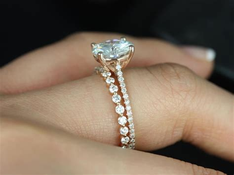 2.70ct Eloise 9mm & Petite Naomi 14kt Gold Forever One