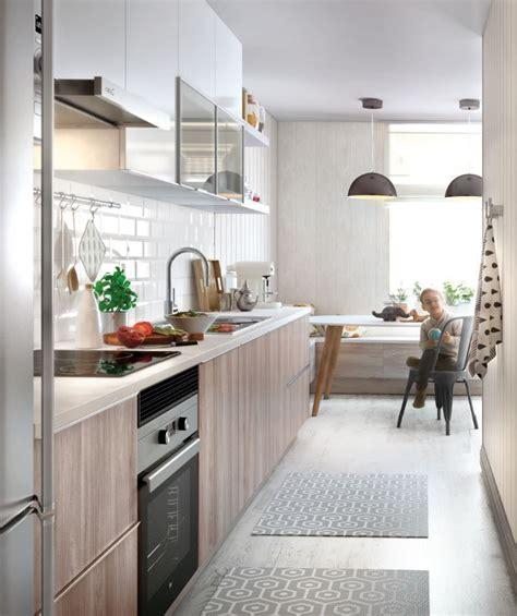 ante una cocina estrecha utilizar colores claros ayudara