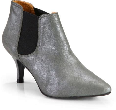 pour la victoire alyssan suede low heel ankle boots in
