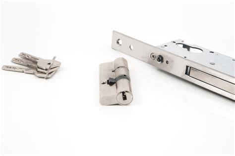 quanto costa porta blindata serrature porte blindate prezzi quanto costa sostituirle