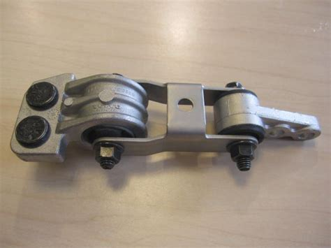 enginetransmission torque mount